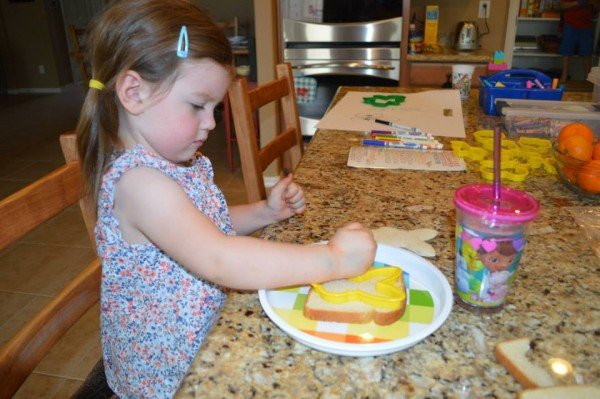 making-bunny-sandwich