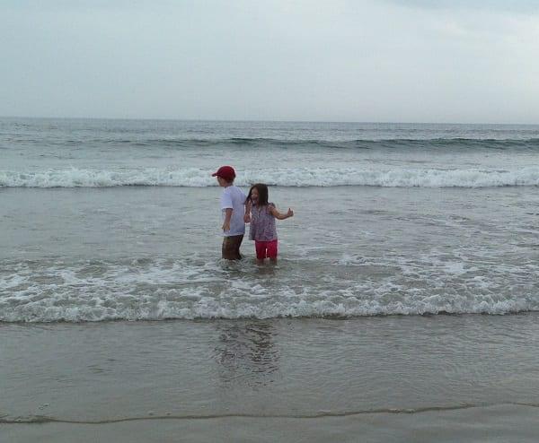 kids-in-ocean