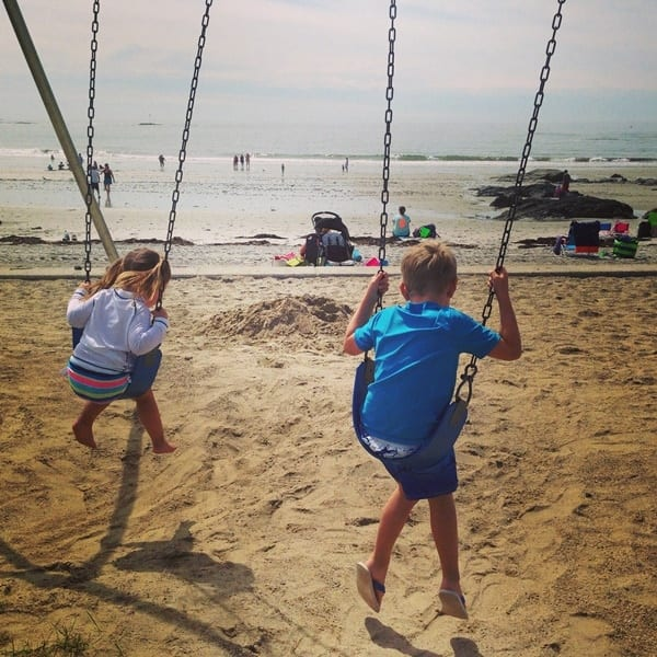 kids-on-swings