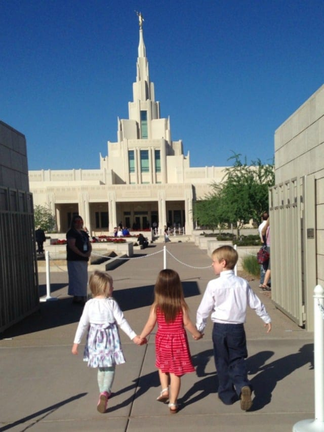 kids-at-temple