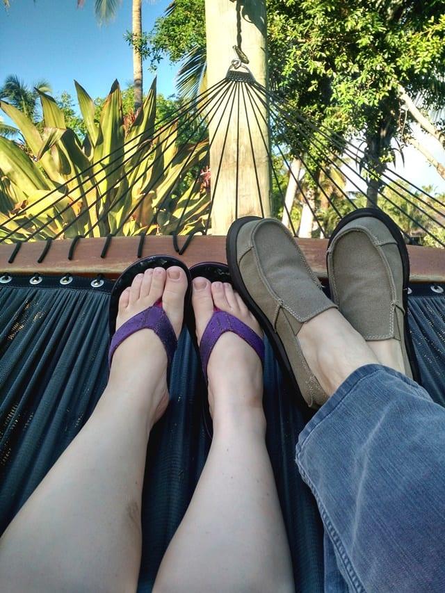 cuddling-in-hammock