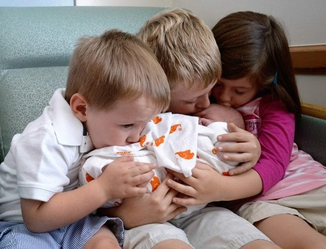 kids-with-new-baby